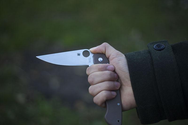 edc folding knife spyderco military