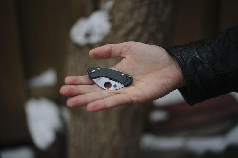 testing spyderco balance carbon fibre knife