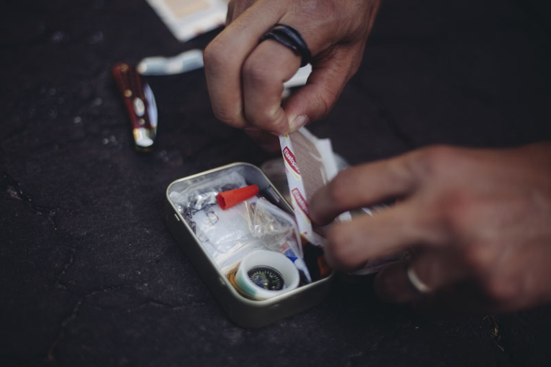 Here's How You Build an Altoids Tin Survival Kit to EDC (+Contents List)
