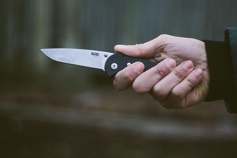 survivalist prepper gear everyday carry pocket knife folder sog flash 2